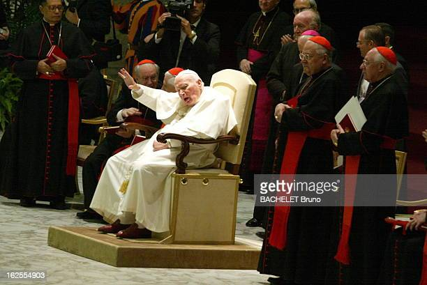 The Jubilee Of JohnPaul Ii Célébrations du 25ème anniversaire du pontificat de JEAN PAUL II à ROME le pape recevant les hommages des cardinaux