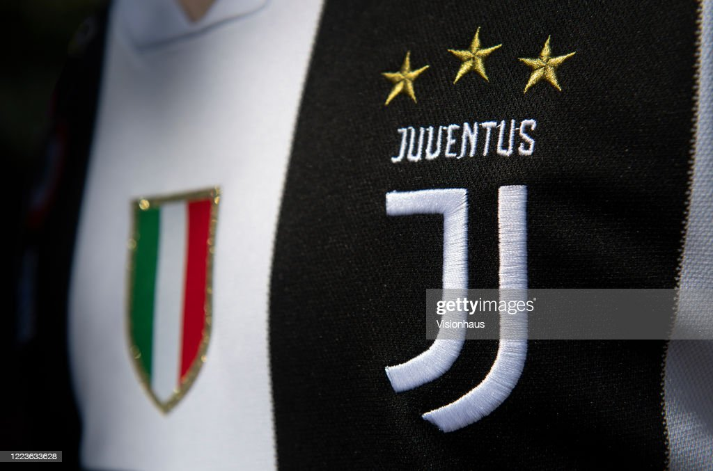 The Juventus Club Crest : News Photo