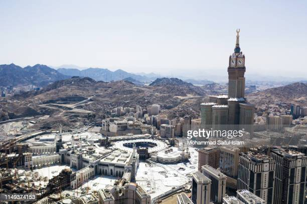 the kaaba also known as masjid ul haram, the holiest place on earth for the muslims - la mecque photos et images de collection