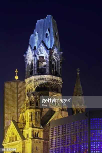 the kaiser-wilhelm memorial church (kaiser-wilhelm-gedächtnis-kirche) - berlin-charlottenburg, germany - kirche - fotografias e filmes do acervo