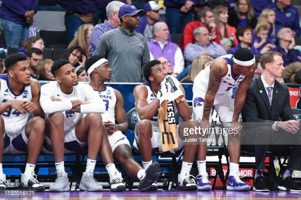 The Kansas State Wildcats bench watches the final seconds of the game as they take on the UC Irvine Anteaters in the first round of the 2019 NCAA...
