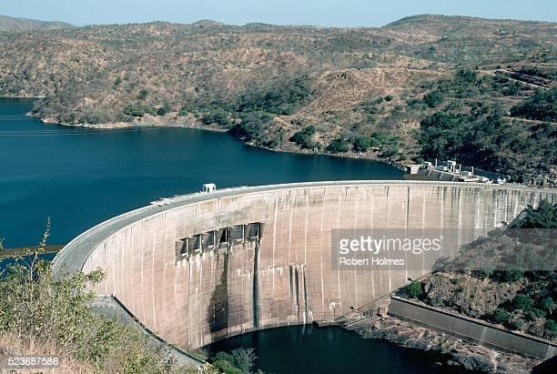 the kariba dam in zimbabwe - kariba dam stock pictures, royalty-free photos & images