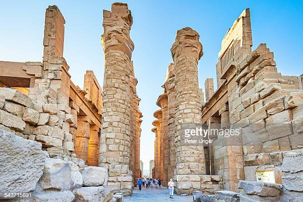 the karnak temple - temples of karnak stock pictures, royalty-free photos & images