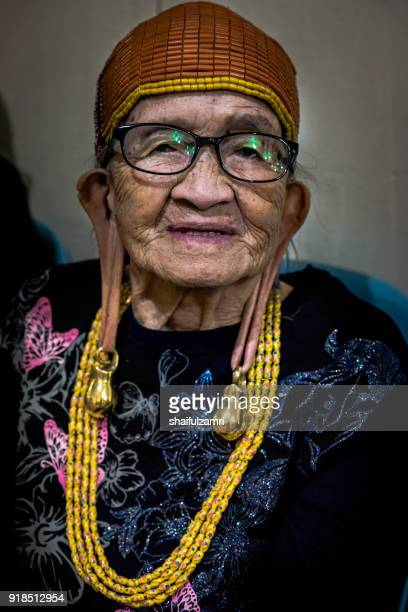 the kelabit are an indigenous dayak people of the bario, sarawak or kalimantan highlands of borneo with a minority in the neighbouring state of brunei. they have close ties to the lun bawang. - shaifulzamri 個照片及圖片檔