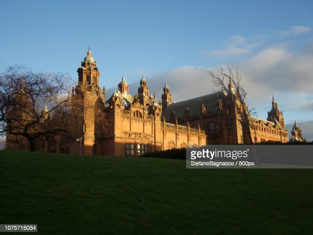 the kelvingrove art gallery and museum in glasgow - kelvingrove art gallery and museum stock pictures, royalty-free photos & images