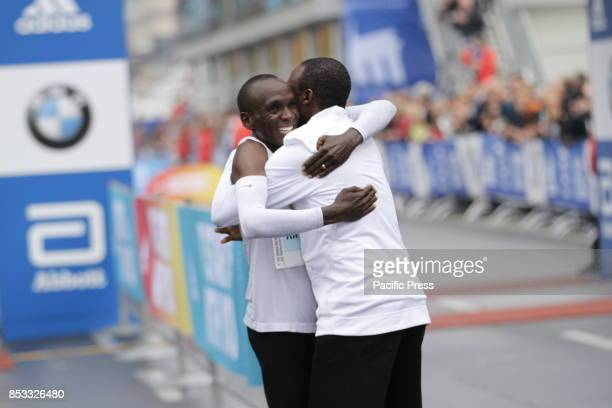 The Kenyan Eliud Kipchoge celebrates his victory He won the Berlin Marathon but did not make the world record Gladys Cherono from Kenya won the women...