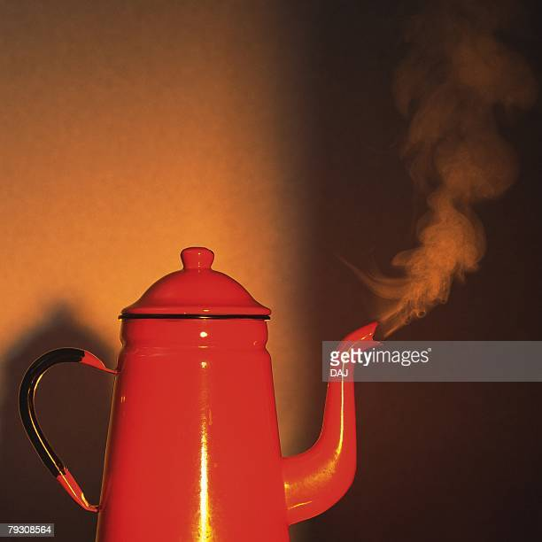 The kettle on the fire, Close Up