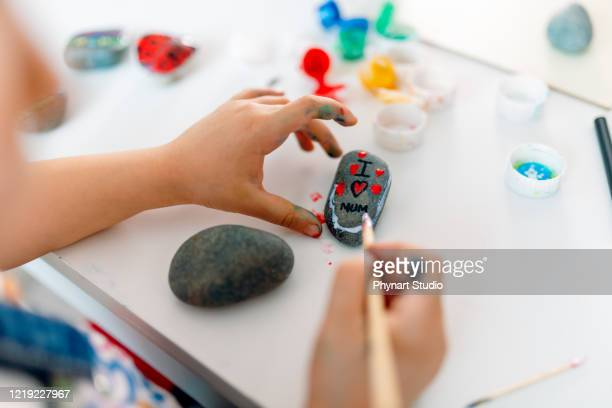 the kid who wrote her love for her mother on the stones - affectionate stock pictures, royalty-free photos & images