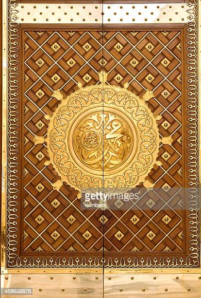 the king abdul azeez gate of prophet's mosque, medina - al madinah stock pictures, royalty-free photos & images