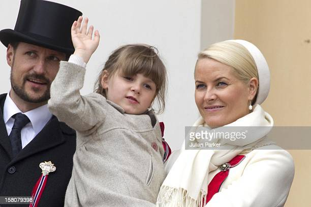 The King And Queen Of Norway Crown Prince Haakon And Crown Princess Mette Marit Of Norway With Their Children Princess Ingrid Alexandra And Prince...