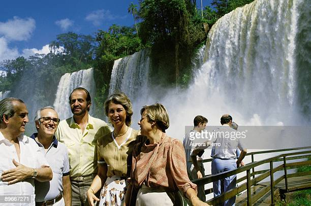 The King and Queen of Spain in Argentina King Juan Carlos I and Queen Sofia with the Spanish minister of Foreign Affairs Fernando Moran in the iguazú...
