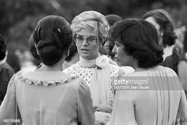The King Hussein Of Jordan Marries The American Lisa Halaby En Jordanie en extérieur au Palais de Zaran à Amman le 15 juin 1978 lors du mariage du...