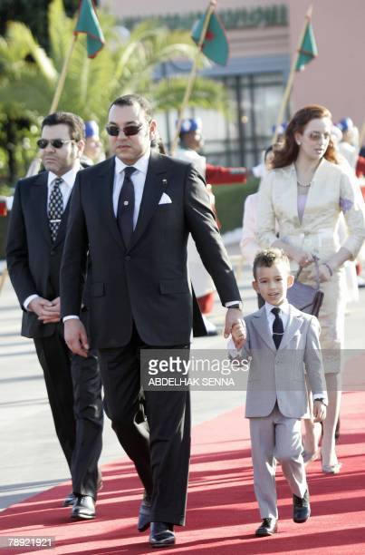The King of Morocco Mohammed VI his son Prince Hassan III and his wife Lalla Salma welcome Jordan's king Abdallah II 13 January 2008 at the airport...