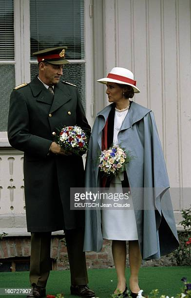 The King Of Norway Harald V And His Wife Queen Sonja At Eidsvoll Norvège Eidsvoll Juin 1991 Le couple couple royal en visite le roi HARALD V en...
