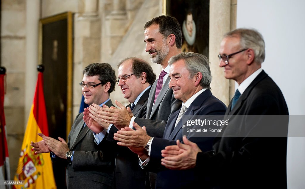 The King of Spain Felipe VI (C) attends as he hands over the businessmen of the year prize on November 23, 2016 in Burgos, Spain.