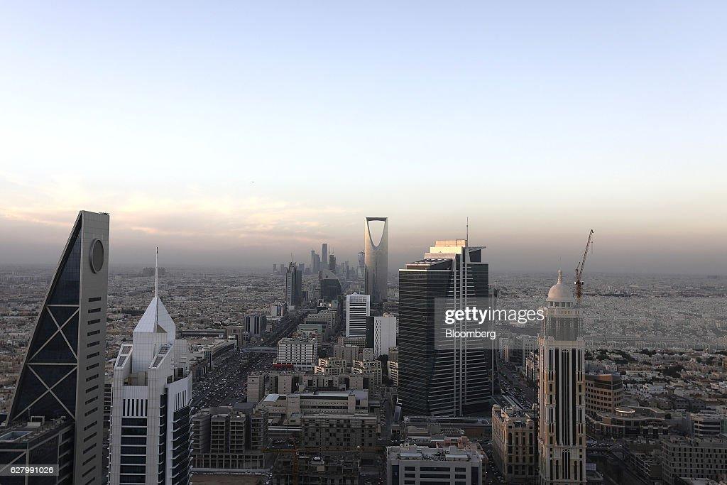Saudi Arabia Daily Life As Consumer Spending Weakens : News Photo