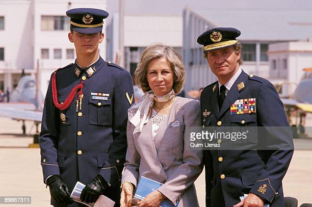 The Kings from Spain in the General Academy of the Air Force in San Javier The Kings next to the prince Felipe dresses with the uniform of the Air...