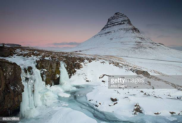 the kirkjufell mountain in the snaefellsnes peninsula in western iceland. - alex saberi stock pictures, royalty-free photos & images