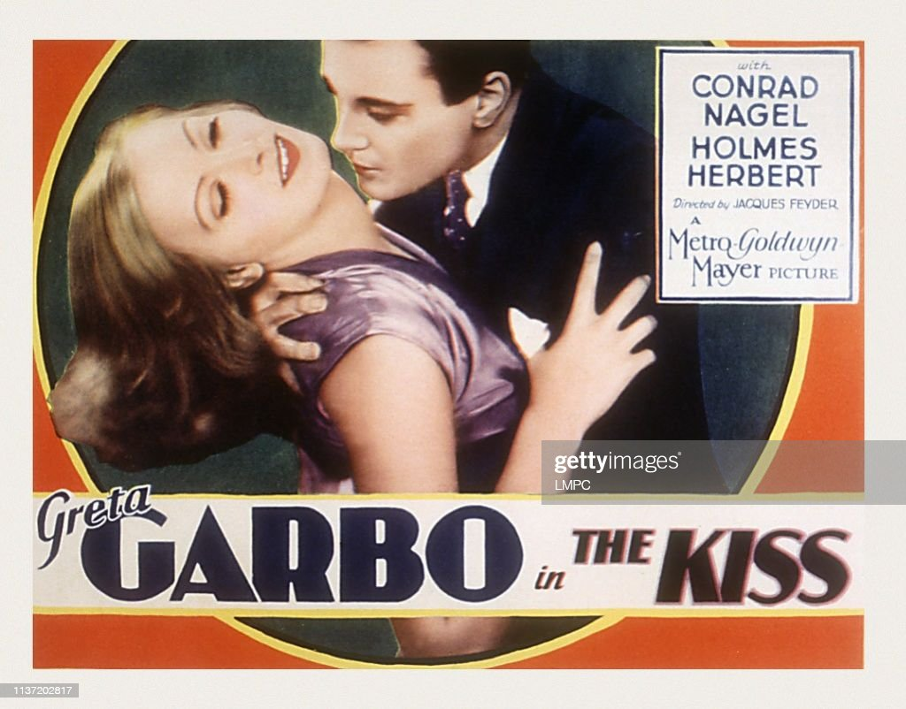 The Kiss : News Photo