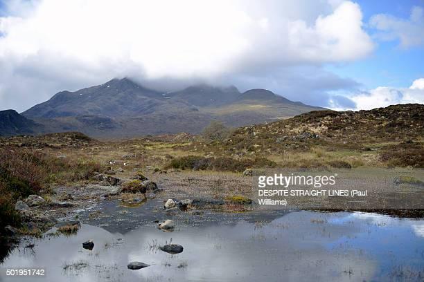 the kiss of clouds - glen sligachan photos et images de collection