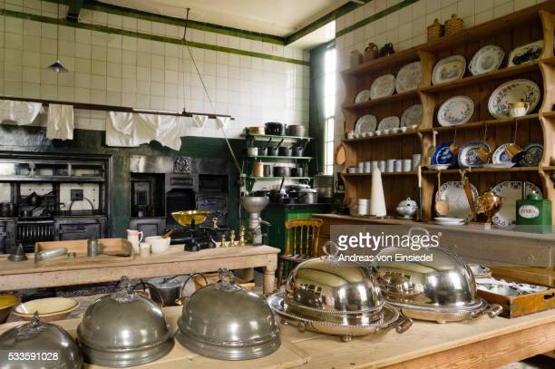 the kitchen, arranged to look as it might have done in about 1900, at wallington, northumberland - モーペス ストックフォトと画像