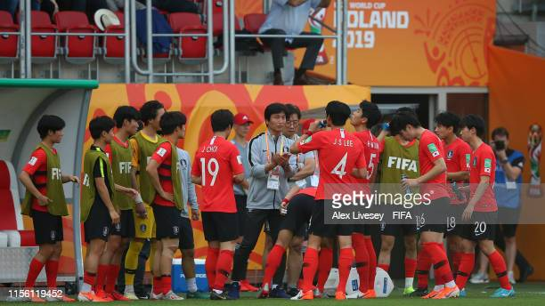 The Korea Players take a drink break during the 2019 FIFA U-20 World Cup Final between Ukraine and Korea Republic at Lodz Stadium on June 15, 2019 in...