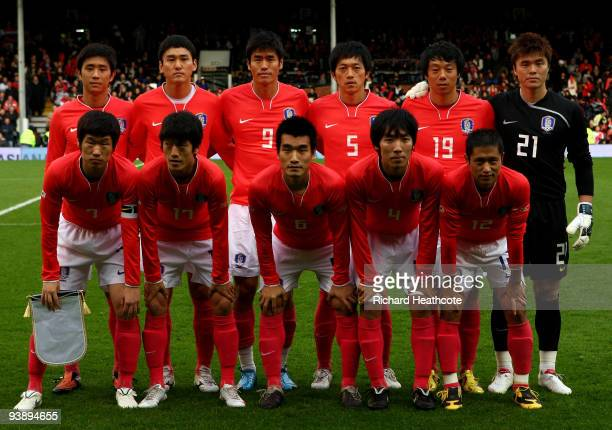 LONDON ENGLAND NOVEMBER 18 The Korea team line up during the International Friendly match between South Korea and Serbia at Craven Cottage on...