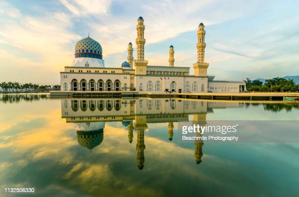 the kota kinabalu city mosque at sunrise - masjid bandaraya kota kinabalu - kota kinabalu stock pictures, royalty-free photos & images