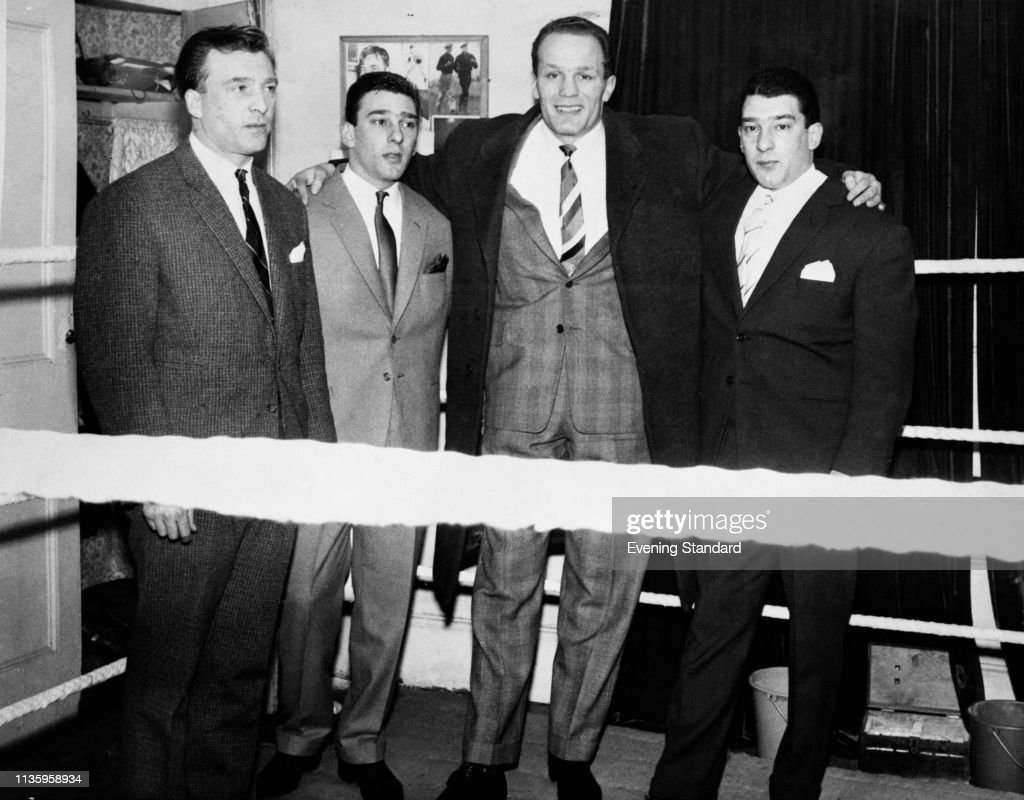 The Krays with Henry Cooper : News Photo