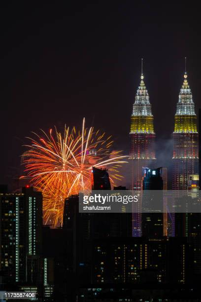 the kuala lumpur skyline glittered with a kaleidoscope of colours and spectacular lights and sound to mark the nation's 62 years of independence of malaysia. - shaifulzamri photos et images de collection