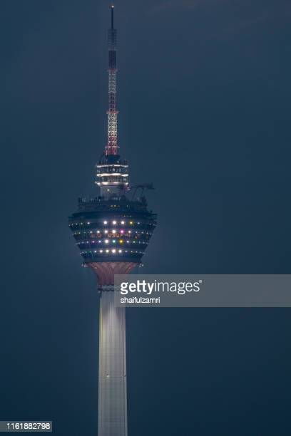 the kuala lumpur tower is a communications tower located in kuala lumpur, malaysia. its construction was completed on 1 march 1995. - shaifulzamri 個照片及圖片檔