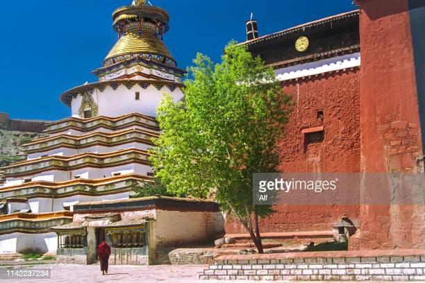 the kumbum of gyantse monastery (palcho, pelkor chode, pelkhor chode or shekar gyantse), tibet, china - chode picture stock photos and pictures
