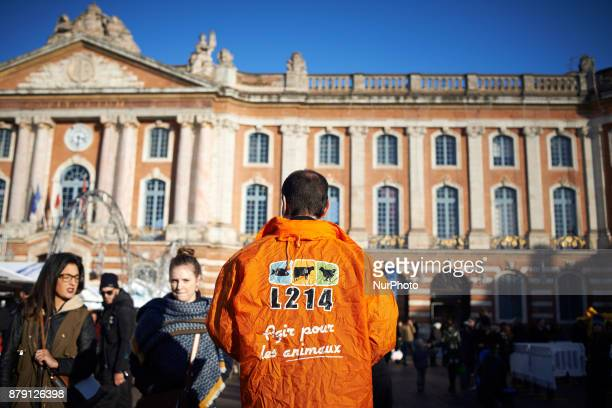 The L214 association did a 'speeddating' about foie gras to have people try false 'foie gras' on the main square of Toulouse the Capitole The L214...