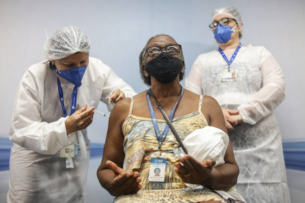 BRA: Health Care Workers from Municipal Emergency Hospital Miguel Couto are Vaccinated Against the Coronavirus (COVID - 19)