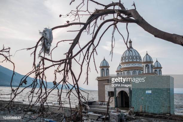 The Landmark of Arkam Babu Rahman Floating Mosque which has fallen into the sea after the earthquake and tsunami A deadly earthquake measuring 77...