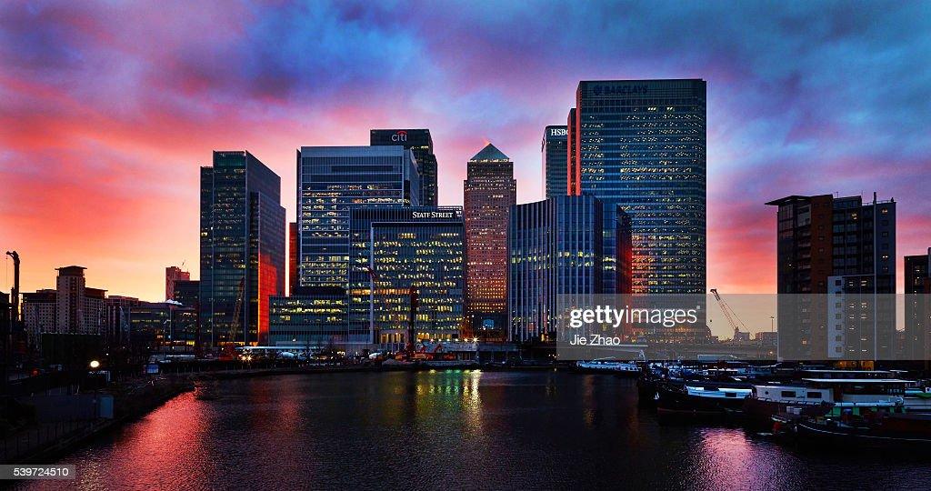 City Sunset Landscape in Canary Wharf, London, UK : News Photo