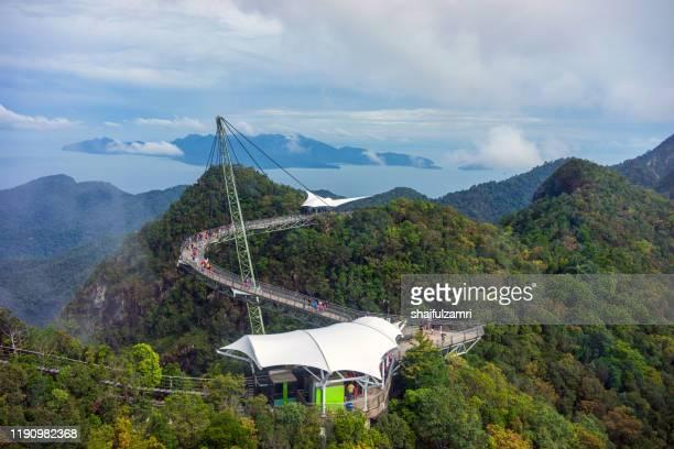 the langkawi sky bridge is located at cable-car ride. - shaifulzamri 個照片及圖片檔
