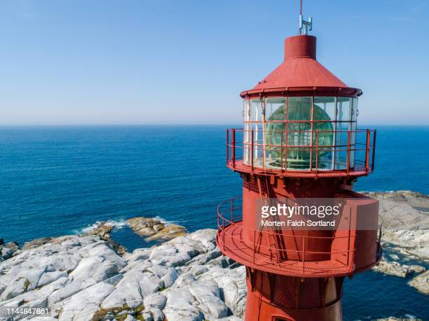 the lantern room of a lighthouse in bømlo, norway - haut photos et images de collection