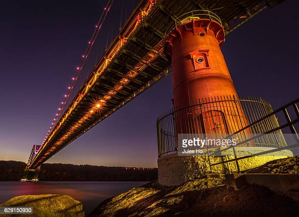 the last lighthouse - george washington bridge stock pictures, royalty-free photos & images