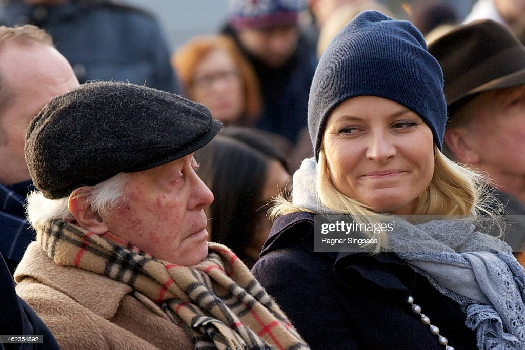 The last living survivor of the Norwegian Jews who were deported to Auschwitz Samuel Steinmann and Crown Princess Mette-Marit of Norway attend Holocaust Remembrance Day on January 27, 2015 in Oslo, Norway.