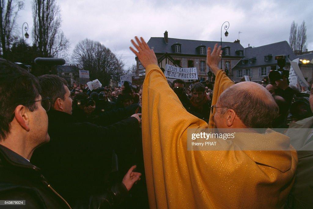 Last Mass of Monsignor Gaillot : News Photo