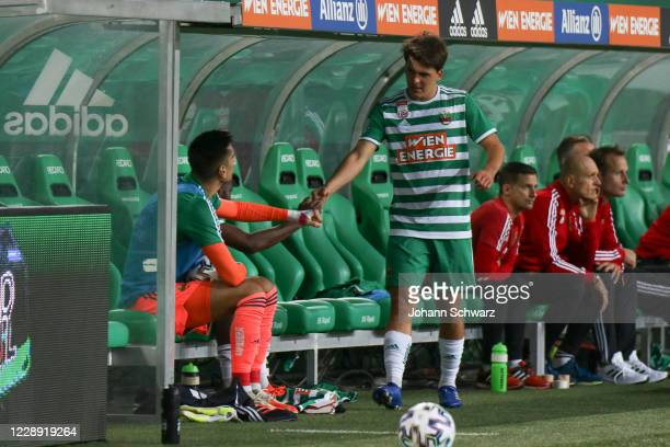 The last substitution at Rapid by Thomas Murg of Rapid in the 77th minute and says goodbye to his teammates during the tipico Bundesliga match...