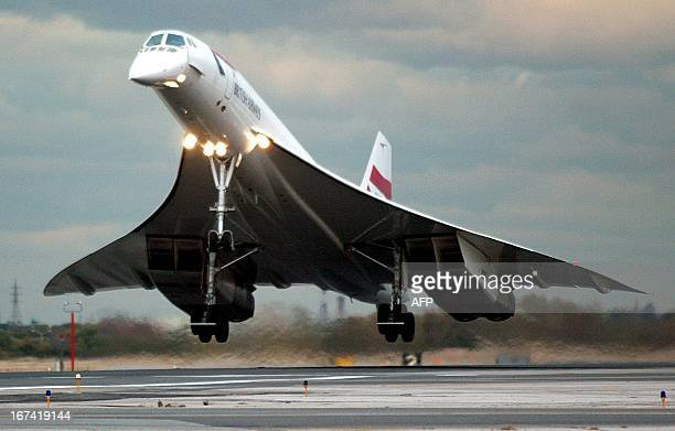 The lastever commercial Concorde flight carrying farepaying passengers arrives 23 October at John F Kennedy International Airport in New York...