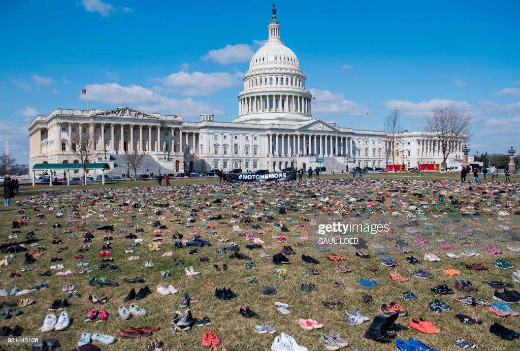 TOPSHOT-US-POLITICS-GUNS-SHOES : News Photo