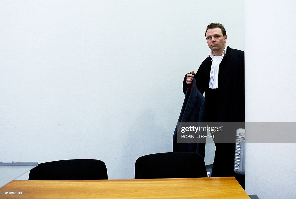 The lawyer of Dutch-Pakistani national Sabir Khan, Andre Seebregts, arrives in the courtroom of The Hague, on February 12, 2013, to launch last-ditch effort to stop extradition of Khan to the United States. The US accused Khan of planning at least one suicide attack on a US military target in Afghanistan. AFP PHOTO ANP ROBIN UTRECHT - Netherlands out -