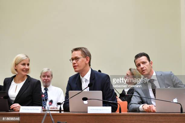 The lawyers Anja Sturm Wolfgang Heer und Wolfgang Stahl arrive in court on the day federal prosecutor's will present their pleas on July 19 2017 in...