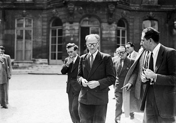 ¤ V1947 ¤ Topic Officiel The-leader-of-the-sfio-rolls-out-the-elysee-after-seeing-the-council-picture-id106500039?k=6&m=106500039&s=612x612&w=0&h=YNuE2hQxU7x6Fh0_MnjWtYDWARaE_Gl7NqE0XLK9JvI=