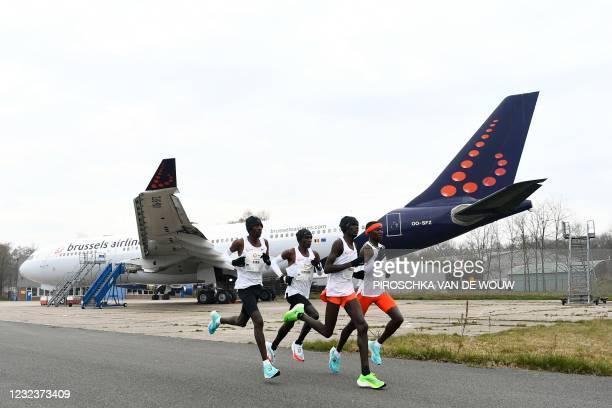 The leading group consisting of Kenya's Jonathan Korir, Kenya's Eliud Kipchoge, Pacemaker Kenya's Philemon Kacheran and Pacemaker Kenya's Noah...