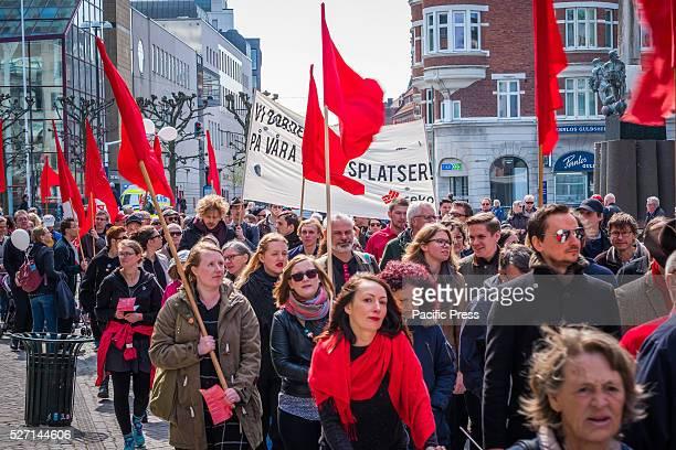 M��LLEV��NGSTORGET / SLOTTSPARKEN MALM�� SK��NE SWEDEN The Left Party's Labor Day demonstration Swedish Left Party leader Jonas Sj��stedt attracted...
