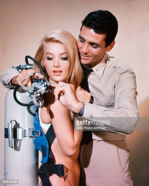 SEA The LeftHanded Man Season Two 10/24/65 Captain Crane protected Tippy Penfield from the sinister LeftHanded Man who stalked her with deadly darts...